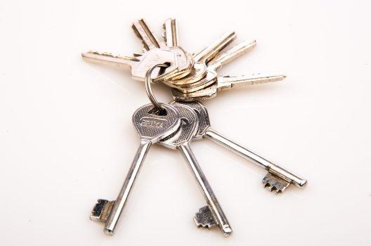鍵作成や交換にかかる費用は?鍵の紛失やトラブルならすぐにプロへ