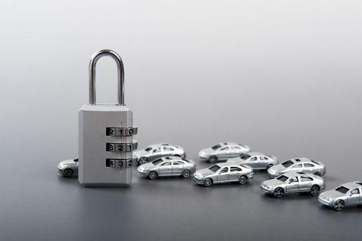 イモビライザー対応の鍵作成は「ディーラー」か「鍵業者」に依頼しよう