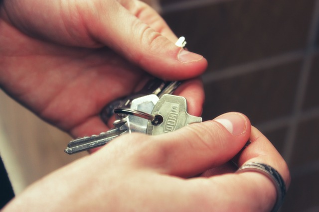 まずは落ち着いて、鍵の確認を!