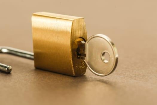 南京錠の解錠を業者に依頼した場合の費用
