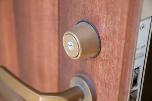 玄関の鍵は11,000円から交換ができる